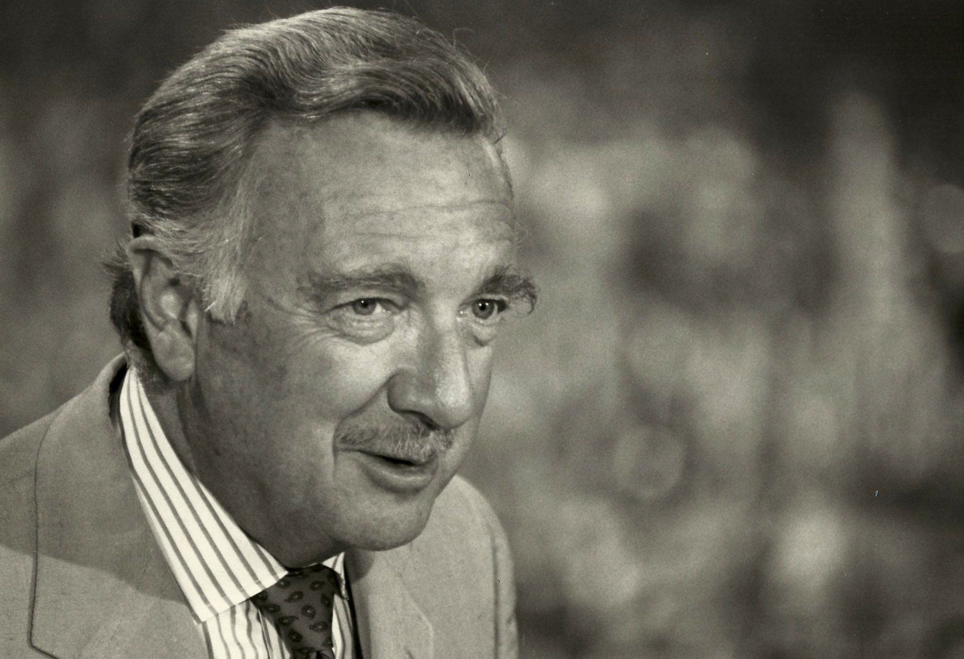 walter cronkite Walter leland cronkite, jr was an american broadcast journalist, best known as anchorman for the cbs evening news for 19 years (1962 –1981 ) during the heyday of cbs news in the 1960s and 1970s, he was often cited as &quotthe most trusted man in america&quot after being so named in an opinion poll he.